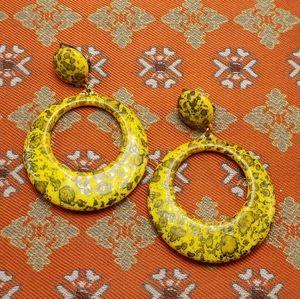 Vintage yellow acrylic doorknock hoop ring speckle